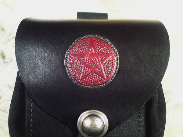 Lederwelten schwarz / rot Farben
